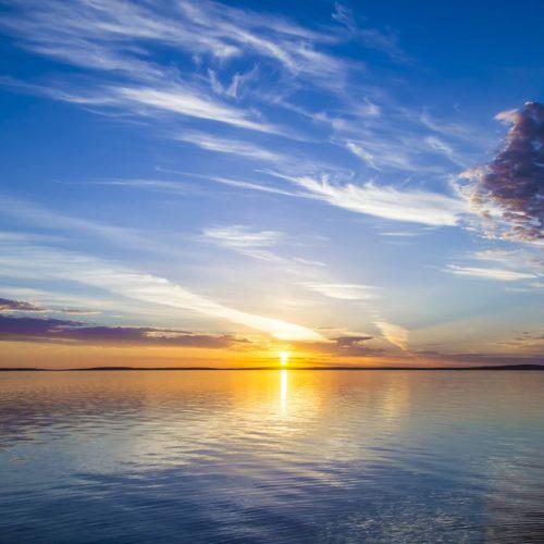 beautiful-view-sea-with-sun-shining-blue-sky-background